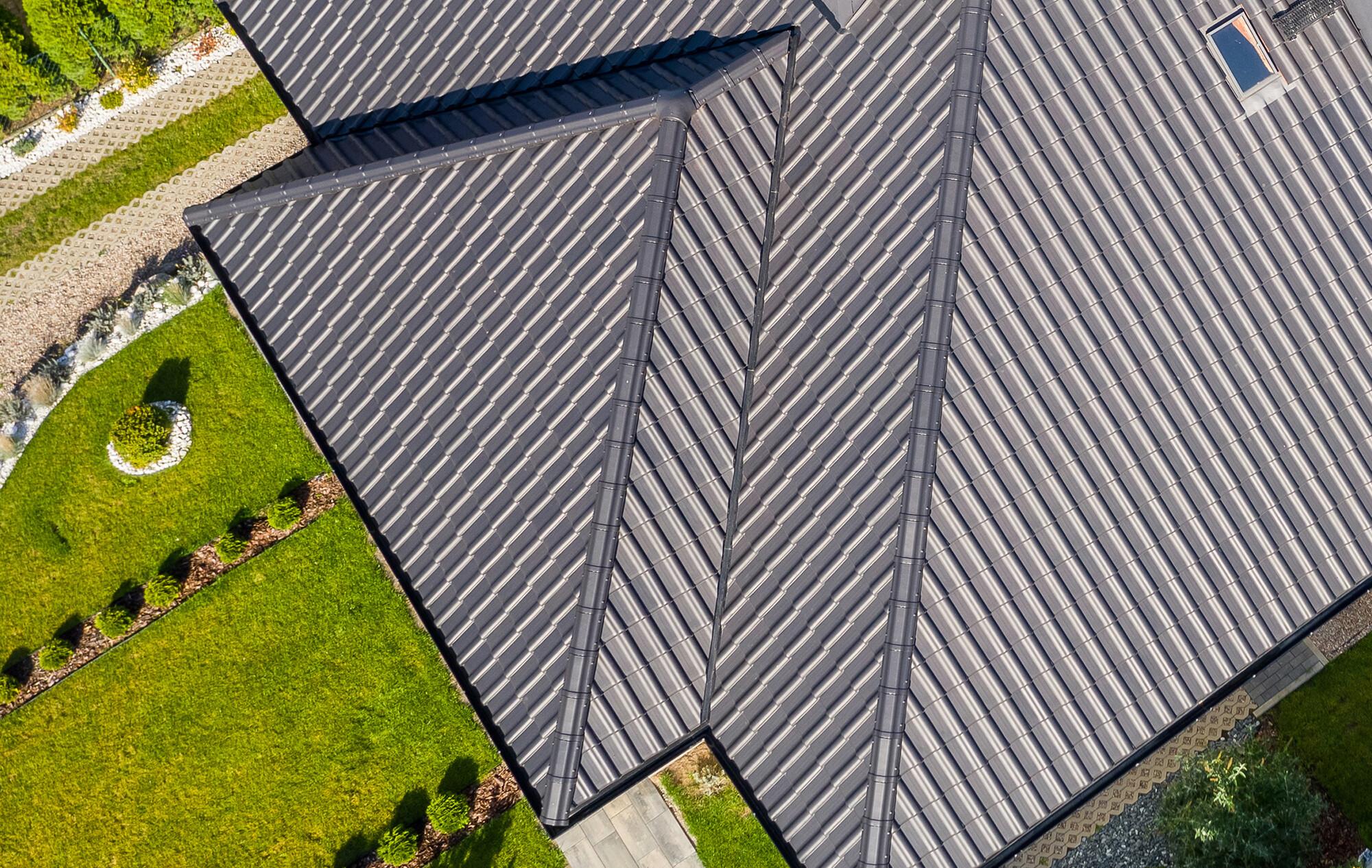 Kosz dachowy, nazywany jest również rynną koszową