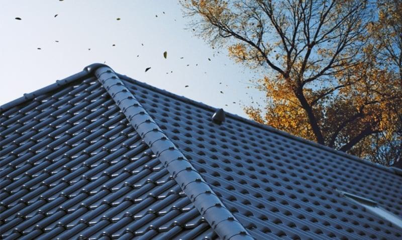 Mocowanie dachówki ceramicznej a strefa obciążenia wiatrem