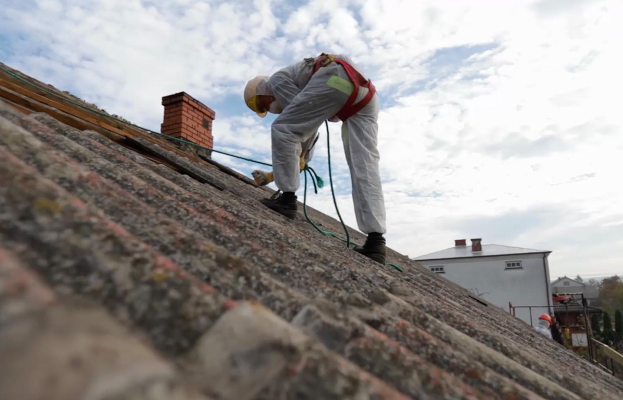 Jak przygotować się do wymiany azbestu na dachu?