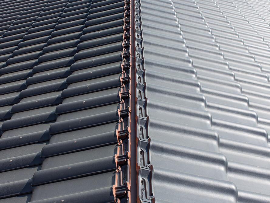 Pod dachówkami ceramicznymi znacznie rzadziej niż pod pokryciami z innych materiałów dochodzi do zjawiska skraplania się wilgoci.