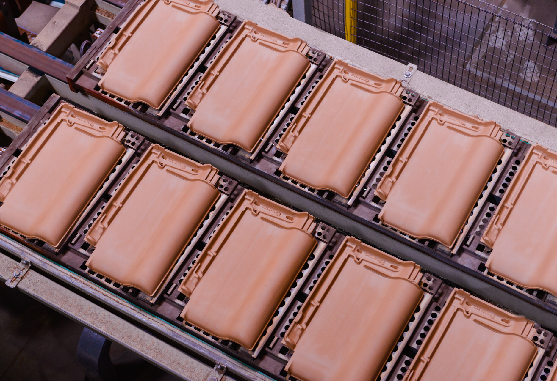 Glina – najważniejszy surowiec w produkcji dachówki